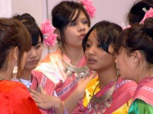 タイの色彩豊かな民族衣装。