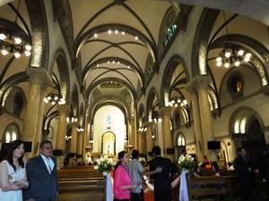マニラの歴史地区にある大聖堂。ちょうど結婚式が行われていました。